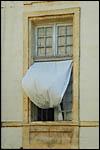 photo Le rideau à la fenêtre