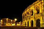 photo Les arènes de Nîmes de nuit