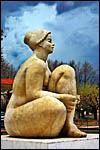 photo La femme assise à Thuir