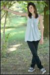 photo Maëva dans les bois