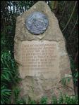 photo La stèle du parc des oiseaux de Villars-les-Dombes