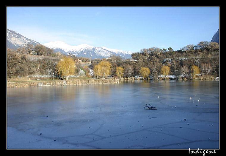 Le vélo sur le lac gelé