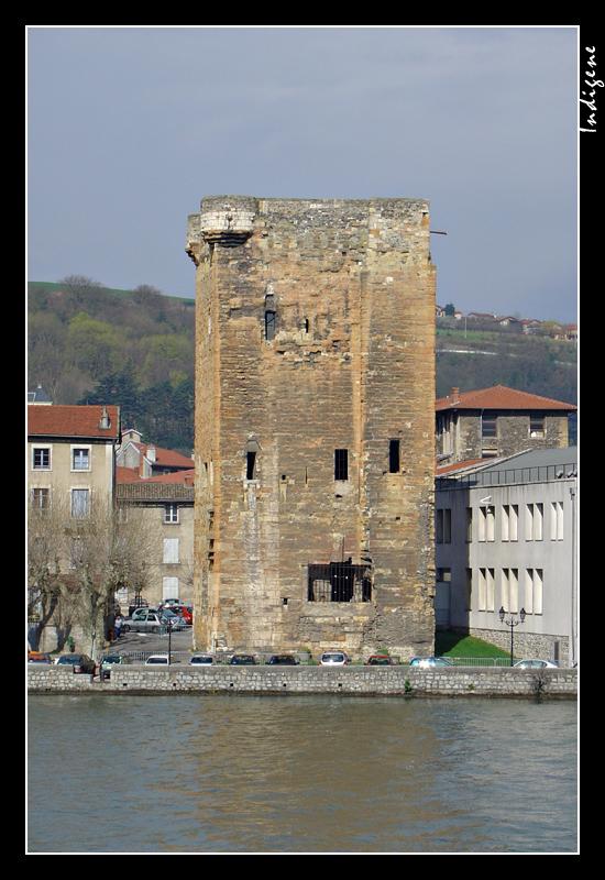 La Tour des Valois à Sainte Colombe