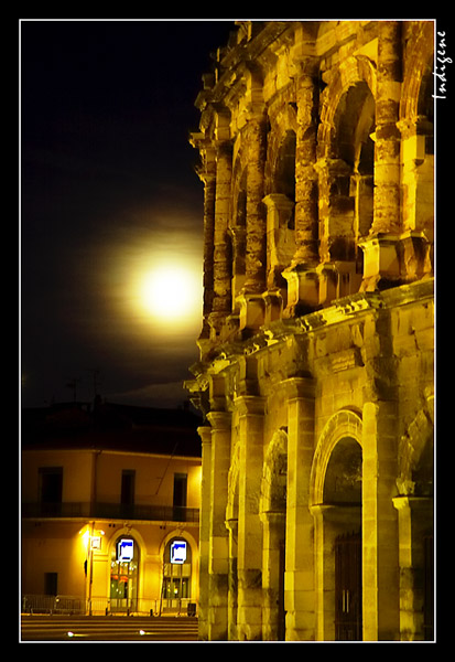 Les arènes au clair de lune
