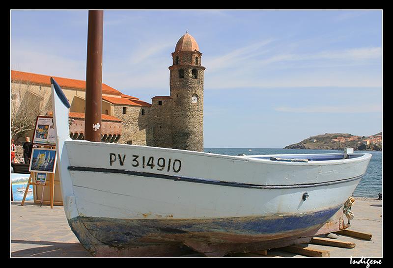 La barque devant l'église de Collioure