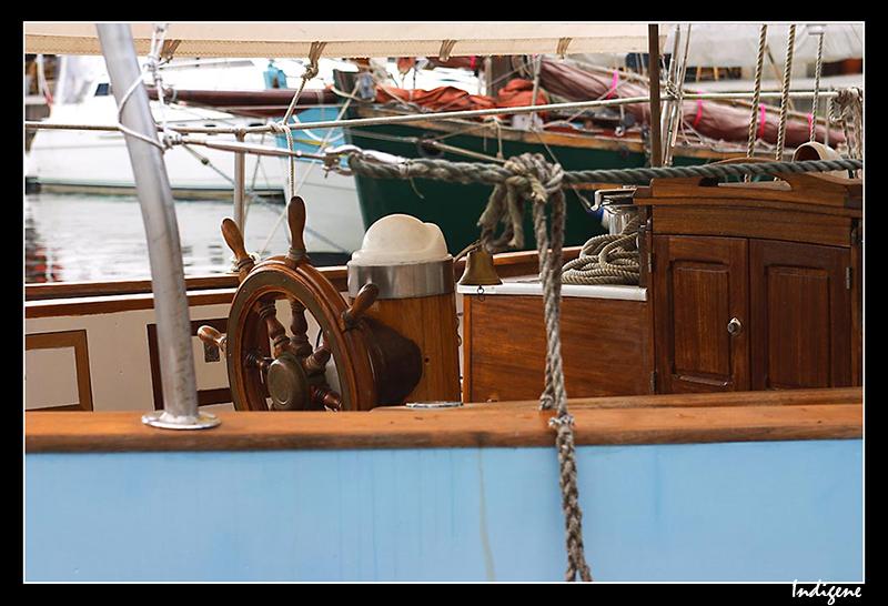 La barre sur un voilier