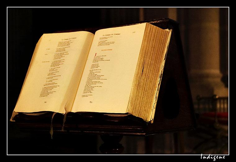 La bible dans une église