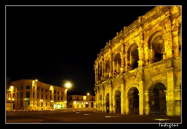 Les arènes de Nîmes de nuit