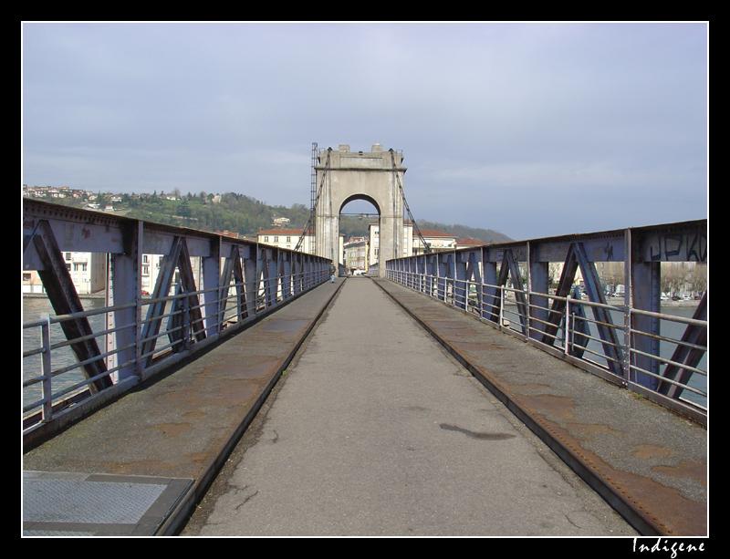 La passerelle sainte colombe un pont suspendu datant de Passerelle definition