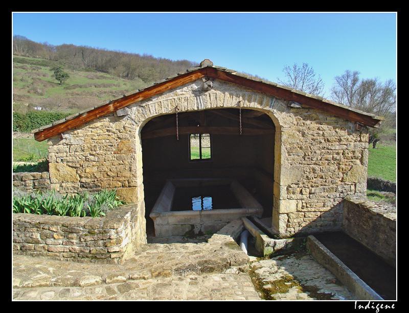 Vieux lavoir à Berzé